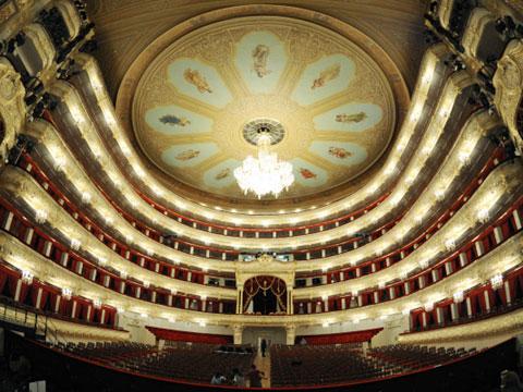 Рабочего придавило декорацией Большого театра // НТВ.Ru.