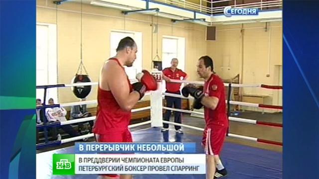 Боксер-чемпион провел открытую тренировку перед стартом европейского первенства