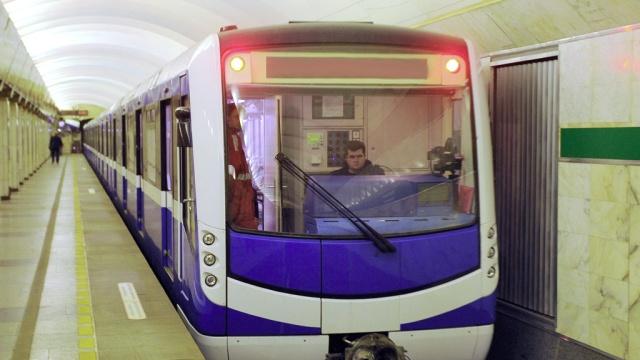 Восстановлено движение поездов после ЧП в петербургском метро