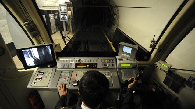 По техническим причинам: поезда не ходят по серой ветке метро