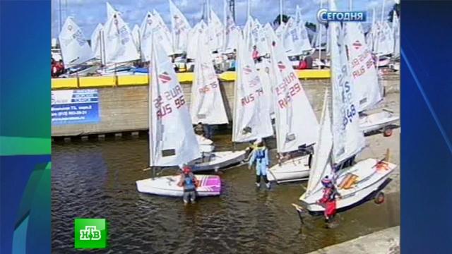 юные гонщики поднимают паруса акватории петербурга