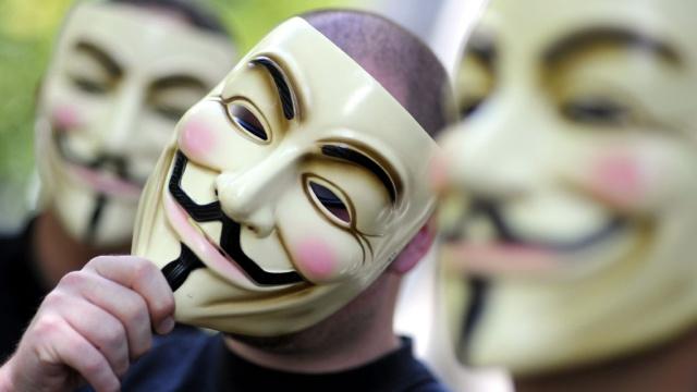 Хакеры из Anonymous год атакуют правительственные компьютеры в США