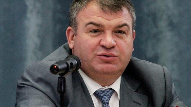 """Сердюкову могут изменить статью на  """"Злоупотребление должностными полномочиями """" ."""