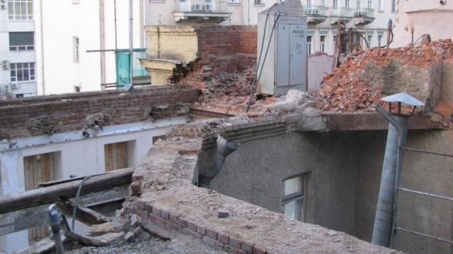 Власти Москвы возмущены сносом фасада уникального дома Прошиных