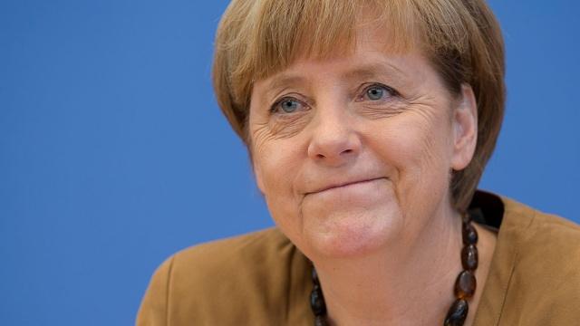 Меркель прилетела в Киев для встречи с Порошенко и Яценюком