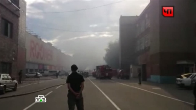 Столичным водителям рекомендуют объезжать район на юге с горевшими складами