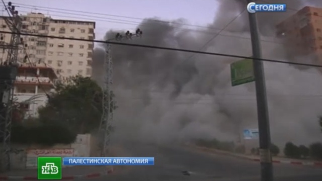 Израильские ВВС перед бомбежкой раскидывали по сектору Газа листовки