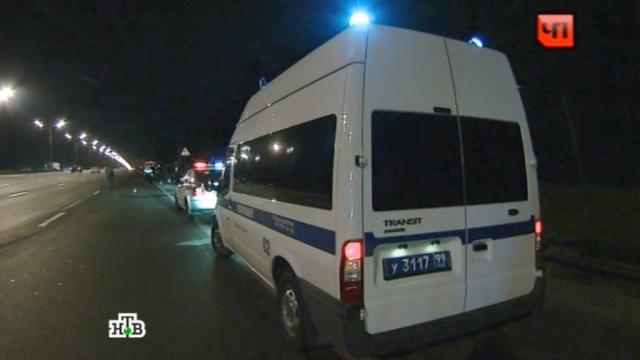 """На МКАД """"Газель"""" без водителя попала в ДТП и сбила полицейского и своего хозяина"""