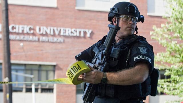 Обама задумал отобрать военное снаряжение у полиции