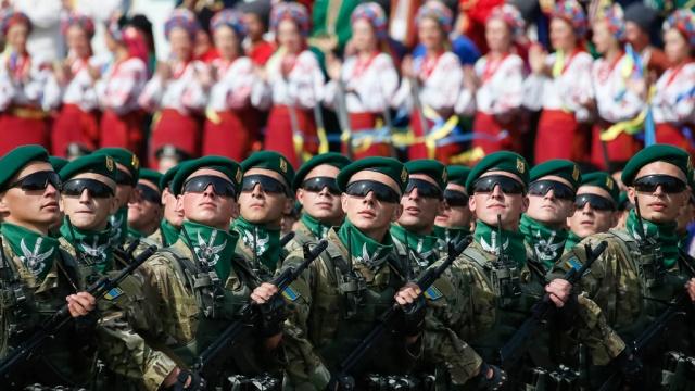 Украинская армия решила равняться на швейцарскую