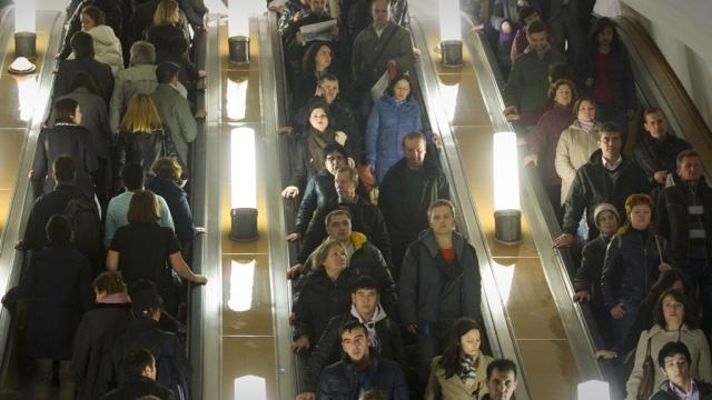 В московском метро с эскалатора рухнула группа иностранцев