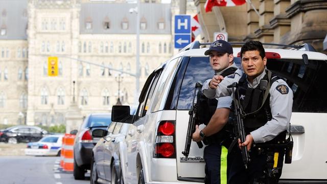 раненный канадским стрелком солдат скончался