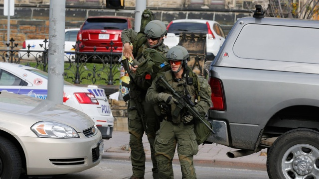 стрельбы оттаве канадским военным запретили носить форму