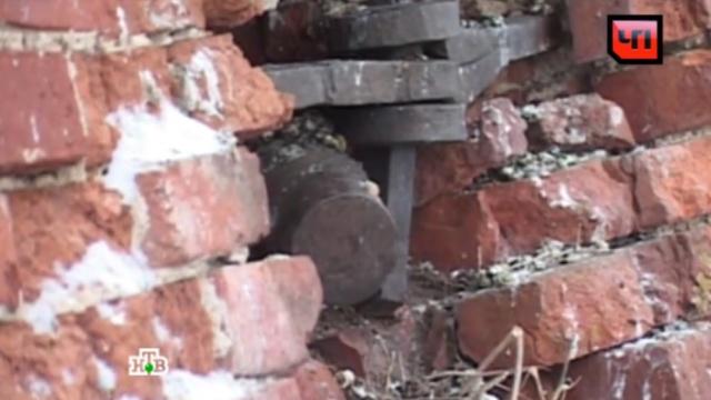 В Тульской области с колокольни сняли снаряд времен Великой Отечественной