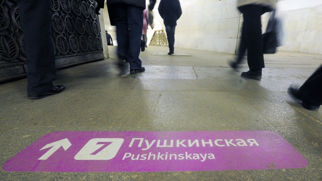 Упавшая женщина остановила движение на фиолетовой ветке столичного метро