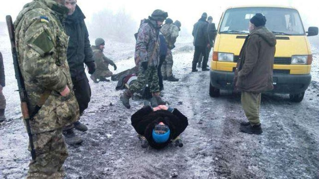 В Луганской области автомобиль с мирными гражданами подорвался на фугасе