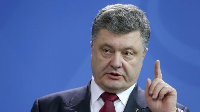 Порошенко подписал поправки к закону об особом управлении в ряде районов Донбасса