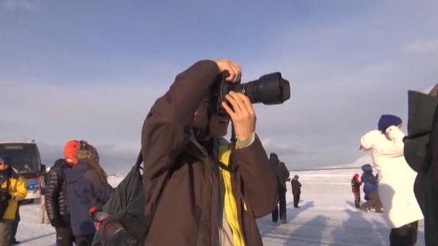 Туристы со всего света готовятся на Шпицбергене наблюдать затмение