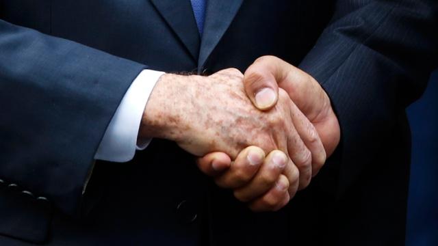Канадские врачи вычислили связь между силой рукопожатия и близостью смерти