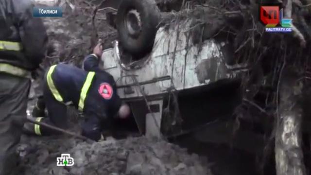 Погрузившемуся в траур Тбилиси угрожают новые оползни