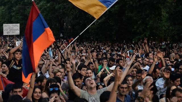 Около 6 тысяч человек продолжают протестовать в центре Еревана