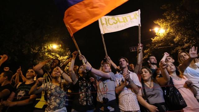 Полиция вновь предупредила протестующих на Баграмяна о незаконности акции