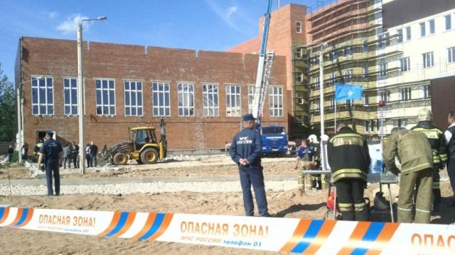По факту обрушения кровли тренировочной базы ОМОНа в Великом Новгороде...