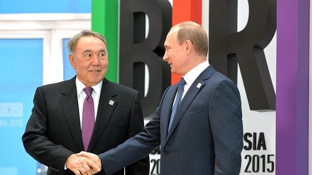 Путин наградил Назарбаева боевым орденом Александра Невского