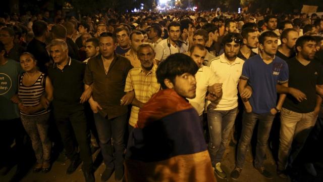 ереване полиция дала демонстрантам время митинги