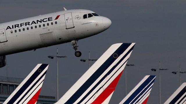 Пассажиры экстренно севшего в Петербурге Boeing ночью вернулись в Париж