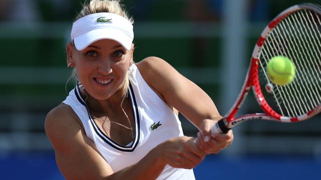 Российская теннисистка Веснина пробилась в полуфинал турнира в Чарльстоне