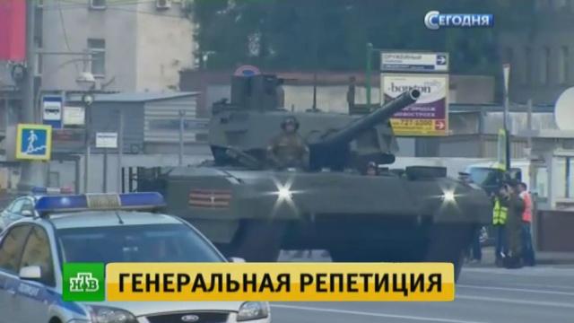 Танки в городе: в генеральной репетиции парада участвовали военные, техника и авиация