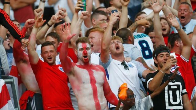 Английские болельщики освистали гимн России на стадионе в Марселе