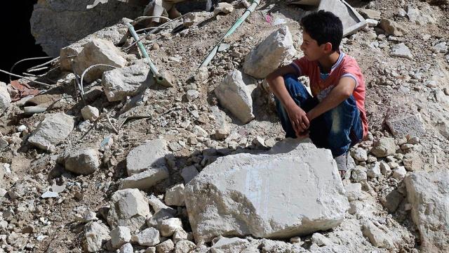 Минобороны: трое детей погибли при атаке террористов на школу в Алеппо