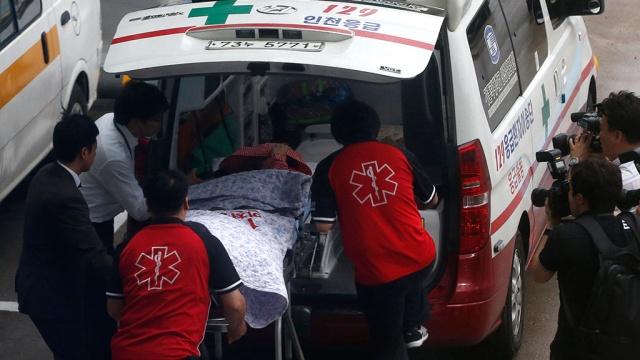 В Южной Корее на скоростной трассе опрокинулся автобус, есть погибшие