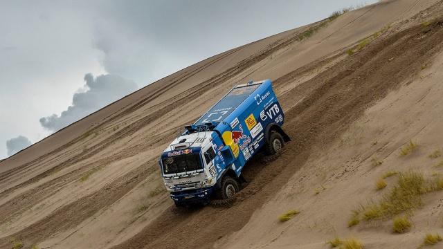 Экипаж Сотникова победил в седьмом этапе ралли Дакар