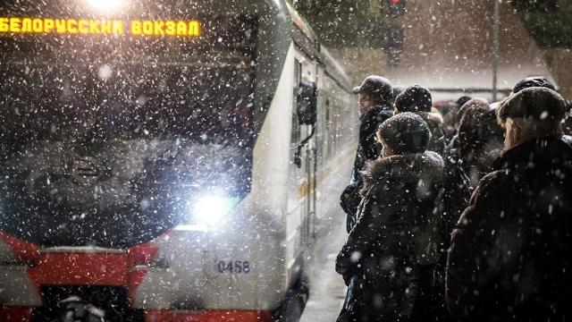 Затяжные снегопады надвигаются на Москву
