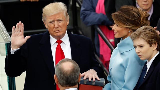 дональд трамп вступил должность 45-го президента сша