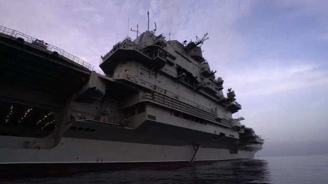 Глава британского Минобороны назвал российский авианесущий крейсер кораблем позора