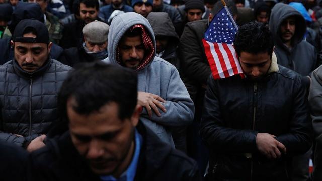 СМИ: США аннулировали более 100 тыc. виз после миграционного указа Трампа