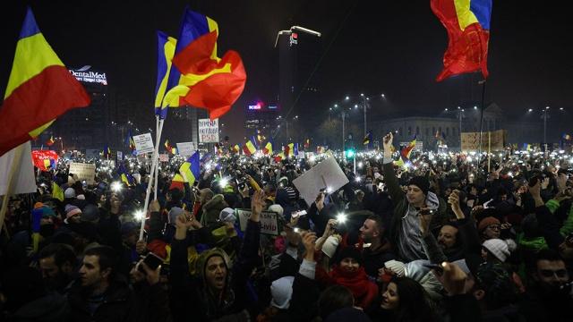 Около 400 тысяч демонстрантов требуют отставки правительства Румынии