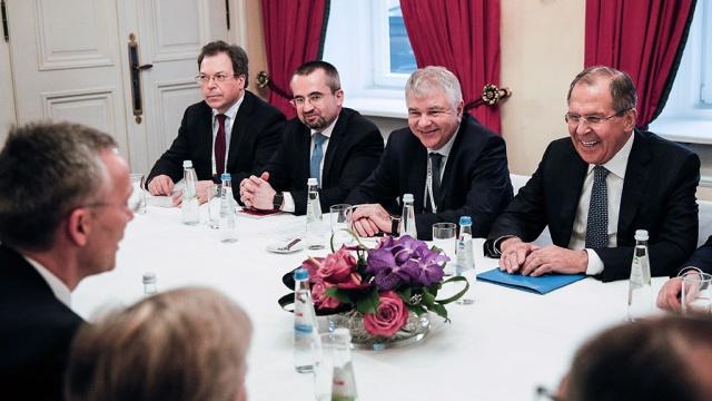 Лавров и Столтенберг обсудили Украину