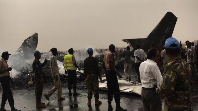 Девять человек выжили при крушении пассажирского лайнера в Южном Судане