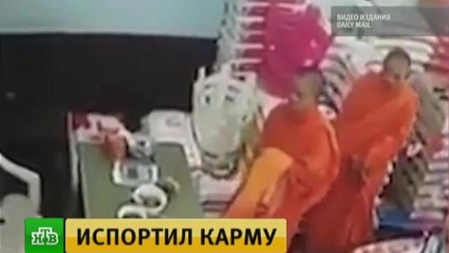 В Таиланде монах украл iPhone у сотрудника супермаркета: видео