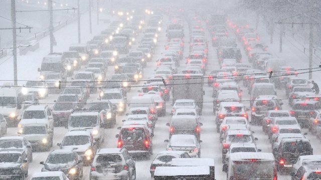 Утренние заторы на дорогах Москвы впервые за 2 месяца достигли 7 баллов