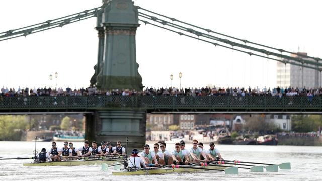 Оксфорд в 80-й раз победил команду Кембриджа в ежегодной гонке на Темзе