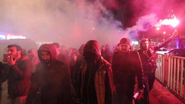 Тысячи протестующих против итогов референдума вышли на улицы Стамбула
