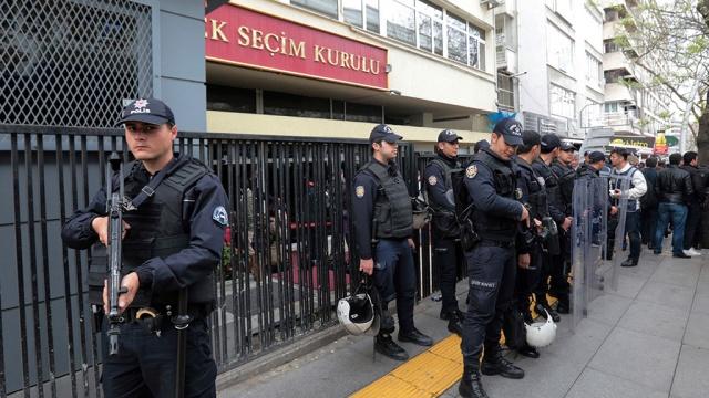 Парламент Турции одобрил продление режима ЧП в стране еще на три месяца