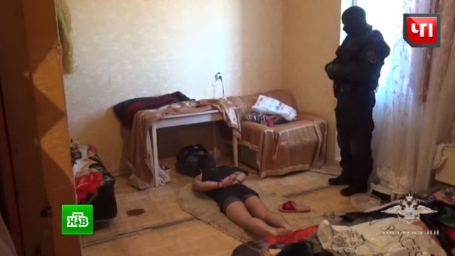 Спецназ в Москве взял штурмом квартиру с разбойниками: видео