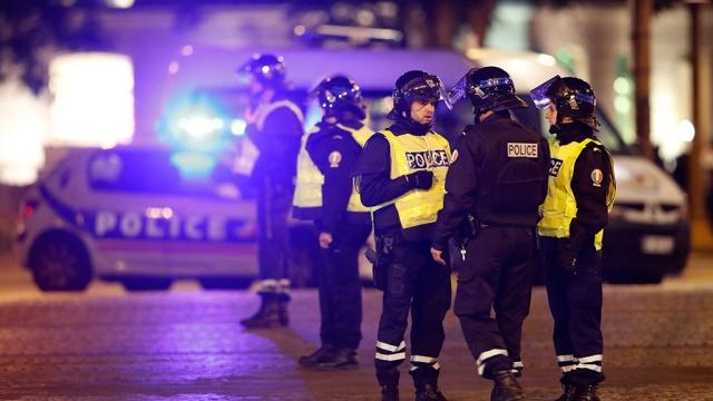 При расстреле полицейских в центре Парижа пострадала туристка